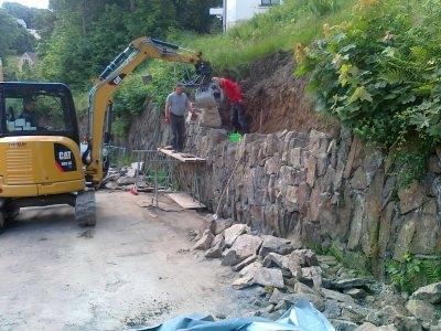 Setzen einer Steinmauer 1
