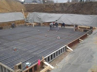 Baugrube und Betonarbeiten Mehrfamilienhaus
